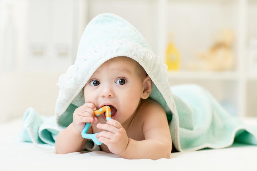 Jak objawia się ząbkowanie u dziecka? KtoMaLek.pl