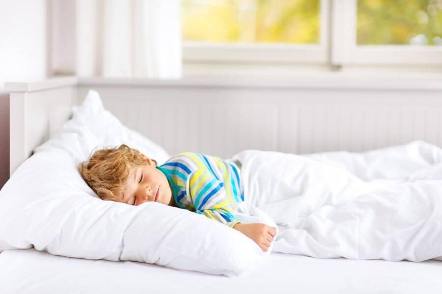 zdrowy spokojny sen dziecka