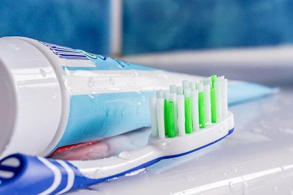 oznaczenia na tubce pasty do zębów