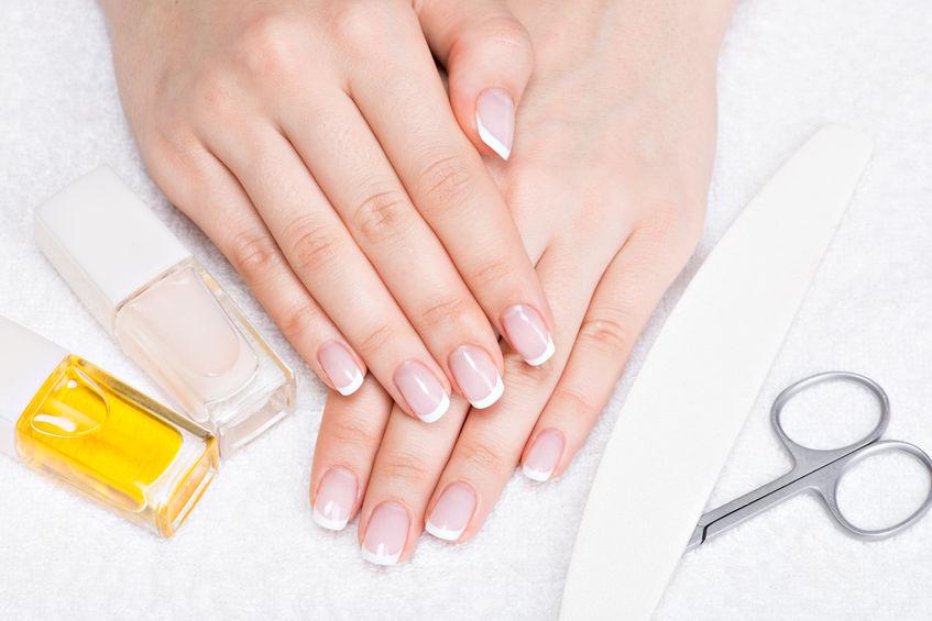 Przebarwienia paznokci - co oznaczają? KtoMaLek.pl