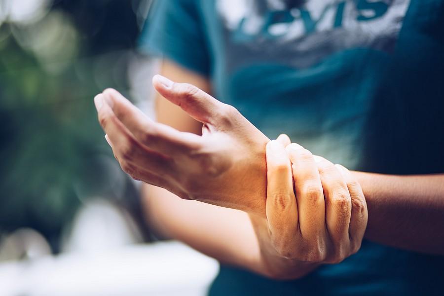 Reumatoidalne zapalenie stawów - co to za choroba? Jak przebiega leczenie?