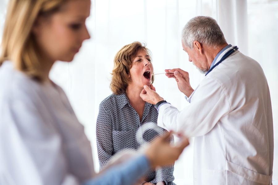 Zapalenie gardła - co zrobić, gdy gardło boli?